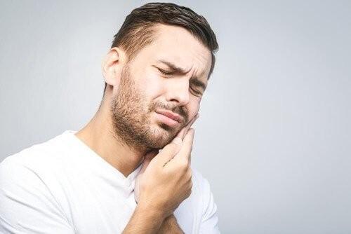 علائم و دلایل بروز سندروم مفصل گیجگاهی فکی (TMJ)